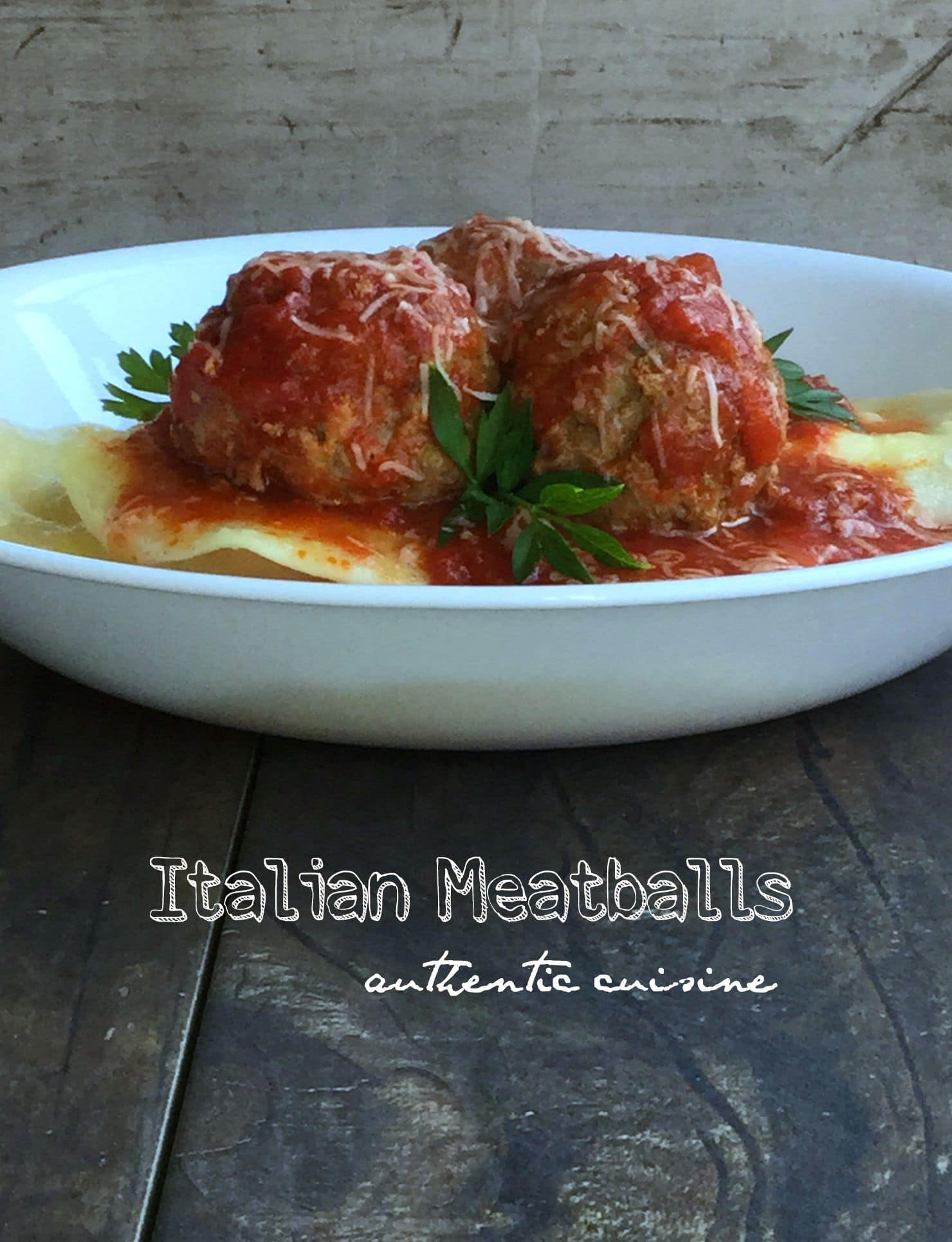 This is a delicious and classic italian recipe, meatballs made with hamburger meat, veal and pork.